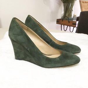 "Ann Taylor ""Molly"" suede wedge round toe pump 7.5"